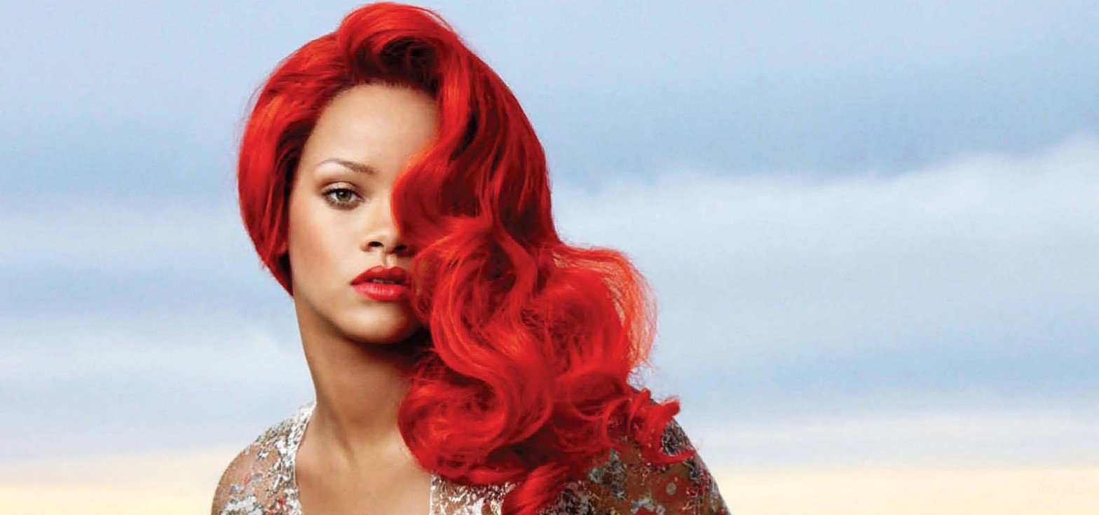 Rihanna cheveux rouges